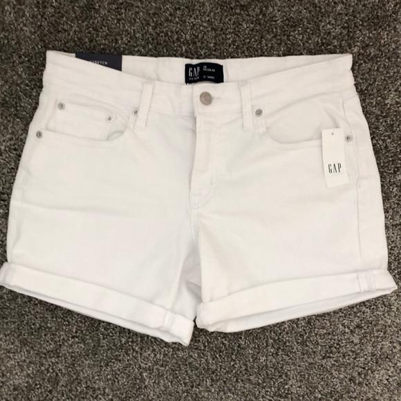 "GAP Pants - NEW!!  Gap Denim 5"" Short - Size 28 Regular (6)"